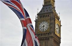 L'agence de notation Fitch a fait savoir mercredi que la Grande-Bretagne perdrait probablement sa note AAA en cas d'échec du plan de réduction de sa dette publique. /Photo d'archives/REUTERS/Toby Melville