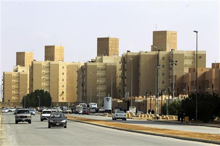 Cars drive past a housing compound in South of Riyadh December 17, 2012. EREUTERS/Fahad Shadeed