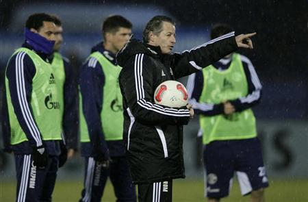 Newly appointed Schalke 04 coach Jens Keller gestures during a practice session of his team in Gelsenkirchen December 17, 2012. REUTERS/Wolfgang Rattay