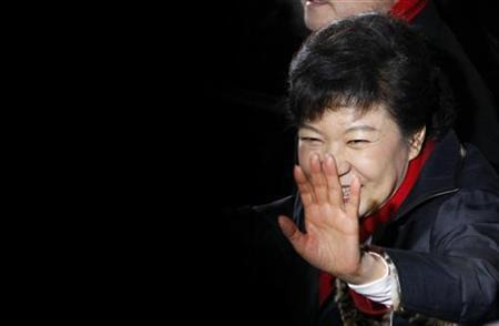 South Korea's presidential candidate Park Geun-hye waves to her supporters as she leaves from the headquarters of the ruling Saenuri party in Seoul, December 19, 2012. The daughter of a former military ruler took a commanding lead in South Korea's presidential election on Wednesday, putting her on track to become the country's first woman head of state. REUTERS/Kim Hong-Ji (SOUTH KOREA - Tags: POLITICS ELECTIONS)
