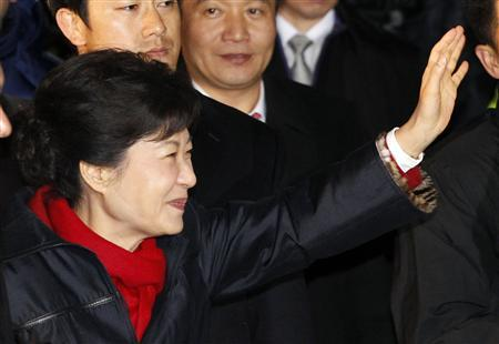 South Korea's presidential candidate Park Geun-hye waves to her supporters as she arrives at the headquarters of the ruling Saenuri party in Seoul, December 19, 2012. REUTERS/Kim Hong-Ji