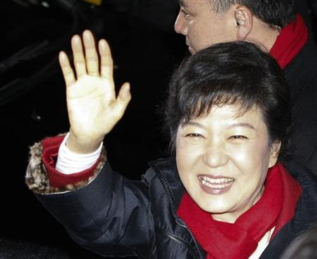 South Korea's presidential candidate Park Geun-hye waves to her supporters as she leaves from the headquarters of the ruling Saenuri party in Seoul, December 19, 2012. REUTERS/Kim Hong-Ji (SOUTH KOREA - Tags: POLITICS ELECTIONS)