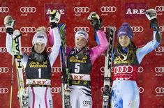 Winner Germany's Viktoria Rebensburg, Austria's Anna Fenninger (L), who placed second, and Slovenia's Tina Maze (R), who placed third, pose on the podium after the second run of the FIS Alpine Ski World Cup women's giant slalom in Are December 19, 2012. REUTERS/Pontus Lundahl/Scanpix