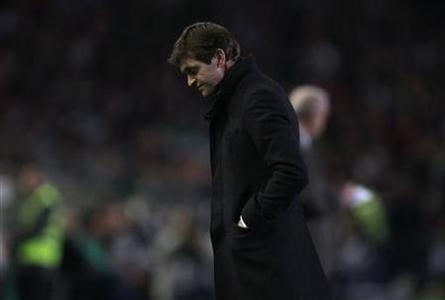 Barcelona's coach Tito Vilanova is seen during their Spanish First Division soccer match against Real Betis at Benito Villamarin stadium in Seville December 9, 2012. REUTERS/Marcelo del Pozo