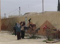 Syrian refugees fleeing violence in their towns hang their laundry at their temporary home in a school at Tel Abyed near Hasaka December 17, 2012. Picture taken December 17, 2012. REUTERS/Samer Al-Abdullah/Shaam News Network/Handout