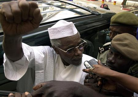 Former Chad President Hissene Habre makes declarations to media as he leaves a court in Dakar, Senegal November 25, 2005. REUTERS/Aliou Mbaye