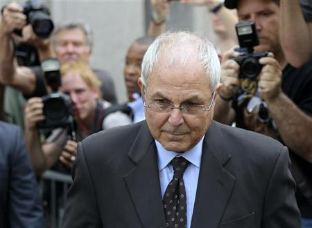 Peter Madoff (C) departs the Manhattan federal Courthouse in New York June 29, 2012. REUTERS/Cary Horowitz