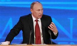 El presidente Vladimir Putin dijo el jueves que una ley de Estados Unidos que castiga a rusos acusados de violaciones de derechos humanos estaba envenenando las relaciones entre Moscú y Washington. En la imagen, Putin durante su conferencia anual en Moscú, el 20 de diciembre de 2012. REUTERS/Maxim Shemetov