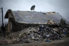 A house, destroyed by an airstrike by Syrian government forces two days ago according to local residents, is seen in Azaz city December 18, 2012. REUTERS/Ahmed Jadallah