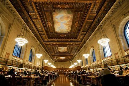 The main reading room of The New York Public Library is pictured December 14, 2004. REUTERS/Mike Segar