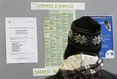 Les négociations entre partenaires sociaux sur la réforme du marché du travail ont repris jeudi au siège du Medef à Paris sans avancée apparente sur le préalable mis par les syndicats à tout accord, la taxation des contrats courts. /Photo d'archives/REUTERS/Eric Gaillard