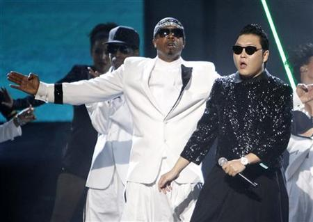 South Korean rapper Psy performs ''Gangnam Style'' with MC Hammer (C) at the 40th American Music Awards in Los Angeles, California, November 18, 2012. REUTERS/Danny Moloshok