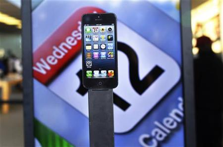 Apple's iPhone 5 is seen on display at the Apple store in Manhasset, New York September 21, 2012. REUTERS/Shannon Stapleton