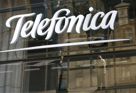 Reflections are seen on a logo of Spain's telecommunications giant Telefonica in Madrid December 3, 2012. REUTERS/Andrea Comas
