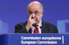 La Comisión Europea está decidida a incriminar al grupo electrónico surcoreano Samsung en un caso de patentes antimonopolio, dijo el jueves el comisario de Competencia de la Unión Europea, Joaquín Almunia. En la imagne, Almunia en la sede de la Comisión en Bruselas el 20 de diciembre de 2012. REUTERS/François Lenoir