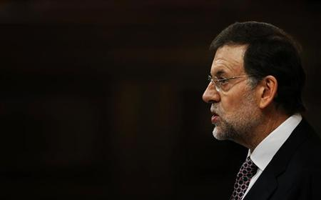 Spain's Prime Minister Mariano Rajoy speaks during a parliamentary session to report on the results of the last European Council at the Spanish parliament in Madrid December 19, 2012. REUTERS/Susana Vera