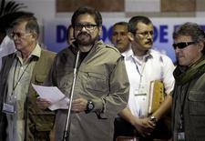 El jefe negociador de las FARC, Iván Márquez, durante una conferencia de prensa en La Habana, dic 20 2012. La guerrilla colombiana de las FARC criticó el jueves al presidente Juan Manuel Santos por mantener las acciones ofensivas contra la insurgencia, en una actitud que considera contraria a la buena sintonía del diálogo de paz que está en marcha para poner fin a un sangriento conflicto armado. REUTERS/Enrique De La Osa
