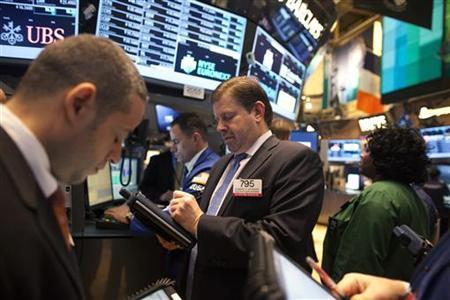 Traders work the floor at the New York Stock Exchange in New York December 20, 2012. IntercontinentalExchange agreed a $8 billion deal to buy New York Stock Exchange owner NYSE Euronext on Thursday, propelling the commodities player into the big league of European derivatives and helping it to take on arch rival CME Group. REUTERS/Andrew Kelly (UNITED STATES - Tags: BUSINESS)