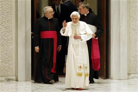 Pope Benedict XVI waves as he arrives to lead his Wednesday general audience in Paul VI's Hall at the Vatican December 19, 2012. REUTERS/Giampiero Sposito