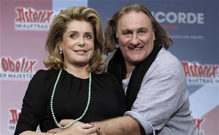 Actors Gerard Depardieu and Catherine Deneuve (L) pose to promote the movie ''Asterix und Obelix - Im Auftrag ihrer Majestaet'' in Berlin October 1, 2012. REUTERS/Tobias Schwarz/Files
