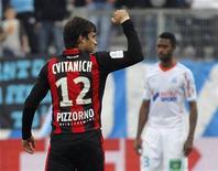 L'attaquant Dario Cvitanich fait déjà l'unanimité à Nice où ses dix buts en une demi-saison de Ligue 1 et le coût modique de son transfert lui valent d'être considéré comme la bonne pioche européenne de l'été. /Photo prise le 11 novembre 2012/REUTERS/Jean-Paul Pelissier