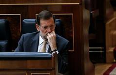 El déficit del Estado central español en términos de contabilidad nacional en datos no homogéneos -incluyendo los adelantos de transferencias a la Seguridad Social, a las Comunidades Autónomas y la Unión Europea- alcanzó entre enero y noviembre el 4,37 por ciento del PIB, desde el 4,13 por ciento registrado hasta octubre. En la imagen, el presidente del Gobierno, Mariano Rajoy, en una sesión parlamentaria para aprobar el presupuesto de 2013 en el Congreso de los Diputados, en Madrid, el 20 de diciembre de 2012. REUTERS/Juan Medina