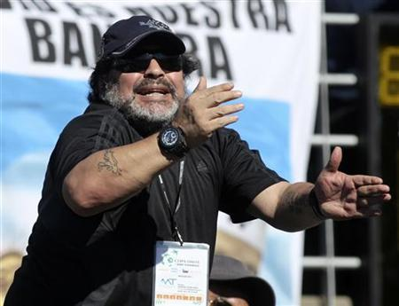 Argentine former soccer star Diego Maradona shouts during the Davis Cup World Group tennis match between Juan Monaco of Argentina and Tomas Berdych of Czech Republic in Buenos Aires September 14, 2012. REUTERS/Enrique Marcarian/Files