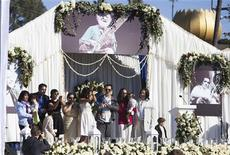 Family members address the crowd during memorial services for sitar legend Ravi Shankar in Encinitas, California December 20, 2012. Shankar died December 11 at the age of 92. REUTERS/Sam Hodgson