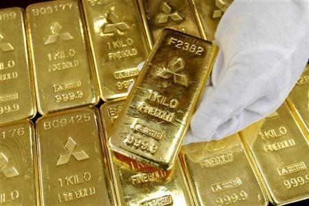 Gold bars are displayed at Mitsubishi Materials Corporation in Tokyo March 17, 2008. REUTERS/Issei Kato/Files