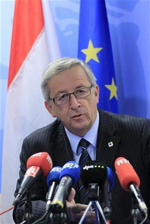 Luxembourg's Prime Minister Jean-Claude Juncker holds a news conference after a European Union leaders summit in Brussels December 14, 2012. The two-day summit, the sixth and last of 2012, had been intended as a detailed discussion on how best to overhaul economic and monetary union and correct the problems that have fuelled three years of debt crisis. REUTERS/Yves Herman (BELGIUM - Tags: POLITICS BUSINESS)