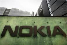 Nokia a réglé avec Research in Motion les contentieux portant sur des brevets en échange d'une indemnisation, le groupe finlandais cherchant à exploiter cette manne de brevets afin d'améliorer sa situation financière. /Photo d'archives/REUTERS/Bob Strong