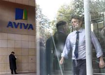 Aviva, le deuxième assureur britannique, a vendu ses activités aux Etats-Unis pour un montant de 1,8 milliard de dollars (1,4 milliard d'euros) afin de dynamiser le cours de son action. /Photo d'archives/REUTERS/Cathal McNaughton