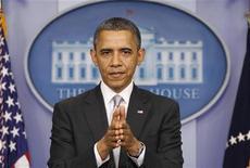 """Presidente dos EUA, Barack Obama, fala sobre abismo fiscal com a imprensa na Casa Branca.Depois do colapso do """"Plano B"""" dos republicanos no Congresso dos EUA para corte de impostos, a Casa Branca prometeu trabalhar com os parlamentares para evitar o abismo fiscal na virada do ano e disse que o presidente Barack Obama espera conseguir um acordo logo. 19/12/2012 REUTERS/Kevin Lamarque"""