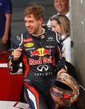 El tricampeón del mundo de la Fórmula 1 Sebastian Vettel sería la primera opción de Ferrari si tuviera que reemplazar al español Fernando Alonso, según ha dicho el presidente de la escudería, Luca di Montezemolo. En la imagen, el piloto de Red Bull Sebastian vettel antes de un calentamiento en la Carrera de Campeones, en el estadio nacional Rajamangala de Bangkok, el 16 de diciembre de 2012. REUTERS/Chaiwat Subprasom