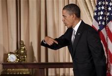 El presidente Barack Obama instó el viernes a los estadounidenses a mantener la presión sobre los legisladores para fortalecer las regulaciones sobre el control de armas, después del tiroteo que causó 28 muertos en Newtown, Connecticut, hace una semana. En la imagen, Obama tras unas declaraciones en Washington, el 19 de diciembre de 2012. REUTERS/Yuri Gripas