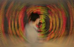 L'action des grands banquiers centraux aura permis de signer une année 2012 globalement positive sur les marchés financiers, en particulier sur les Bourses européennes, malgré les soubresauts de la crise en zone euro, les échéances électorales et le ralentissement économique mondial. /Photo d'archives/REUTERS/Sukree Sukplang