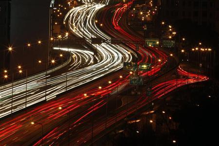 A general view of the heavy traffic on a highway during rush hour in Shanghai March 29, 2012. REUTERS/Carlos Barria
