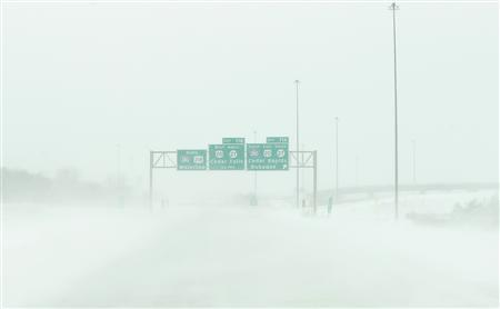Snow blows across US Highway 218 as near whiteout conditions begin in Waterloo, Iowa, December 20, 2012. REUTERS/Matthew Putney/The Waterloo Courier/Handout