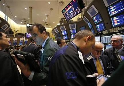 Traders work on the floor of the New York Stock Exchange, December 14, 2012. REUTERS/Brendan McDermid