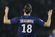 Zlatan Ibrahimovic symbolise depuis peu la puissance du PSG. Financière parce qu'il s'est vu offrir un salaire net que peu d'équipes européennes sont en mesure de verser et sportive parce qu'il est très au-dessus du lot des joueurs de Ligue 1, en témoignent ses 17 buts en 15 matches de championnat joués. /Photo prise le 24 novembre 2012/REUTERS/Gonzalo Fuentes