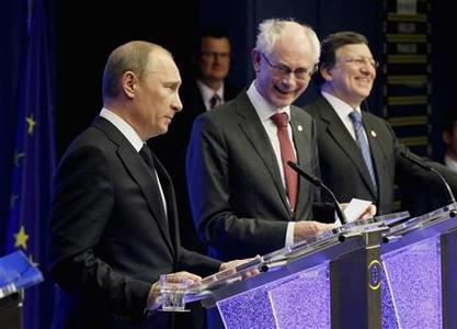 (L-R) Russia's President Vladimir Putin, EU Council President Herman Van Rompuy and European Commission President Jose Manuel Barroso hold a joint news conference at the end of an EU-Russia Summit meeting in Brussels December 21, 2012. REUTERS/Sebastien Pirlet