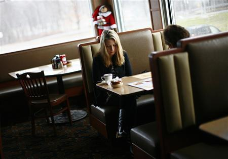 People at the Blue Colony diner observe a moment of silence for victims of the December 14 shootings at Sandy Hook Elementary school in Newtown, Connecticut, December 21, 2012. REUTERS/Eric Thayer