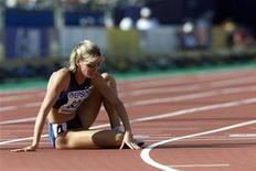 Suzy Favor-Hamilton of the U.S. sits on the track after a DNF in her heat of the 1500 meter semifinal at the World Championships in Athletics, in Edmonton August 5, 2001. REUTERS/Gary Hershorn