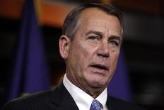 """El presidente de la Cámara de Representantes, el republicano John Boehner, durante una conferencia en el Capitolio en Washington, dic 20 2012. La tarea de levantar los pedazos de las conversaciones del denominado """"abismo fiscal"""", y tranquilizar a los mercados globales que tambaleaban temprano el viernes, probablemente recaería sobre el presidente Barack Obama tras reprender al jefe negociador republicano, John Boehner. REUTERS/Yuri Gripas"""