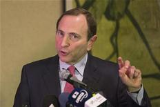 National Hockey League (NHL) Commissioner Gary Bettman describes negotiations between the NHL and the NHL Players Association (NHLPA) regarding the difficulties of their current labor talks in New York, December 6, 2012. REUTERS/Lucas Jackson
