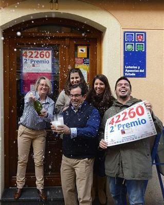 Working-class neighborhood in Madrid wins ''El Gordo''...