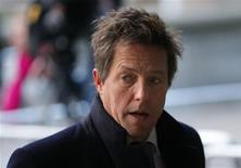 """El actor británico Hugh Grant ha aceptado """"una suma sustancial"""" tras su demanda por daños y perjuicios contra los propietarios del periódico ahora desaparecido News of the World, dijo su abogado. En la imagen, de 29 de noviembre, el actor Hugh Grant. REUTERS/Andrew Winning"""