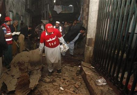 Rescue workers and police officers work at the site of a bomb attack in the Qissa Khawani Bazaar in Peshawar December 22, 2012. REUTERS/Fayaz Aziz