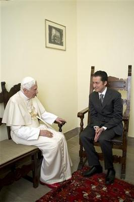 Pope visits jailed butler to grant pre-Christmas...