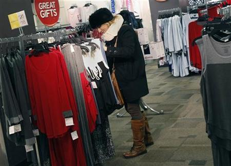 Modest discounts, fiscal cliff deter last-minute shoppers